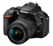 Nikon D5600 + AF-P DX 18-55mm G VR 24.2MP CMOS 6000 x 4000pikseliä